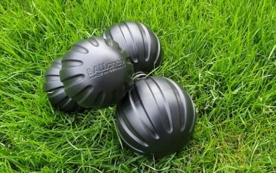 Bei Schmerzen und Verspannungen im Rücken, der Schulter oder Hüfte bieten die Ballance-Bälle die perfekte Llösung